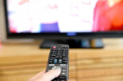 テレビを消す