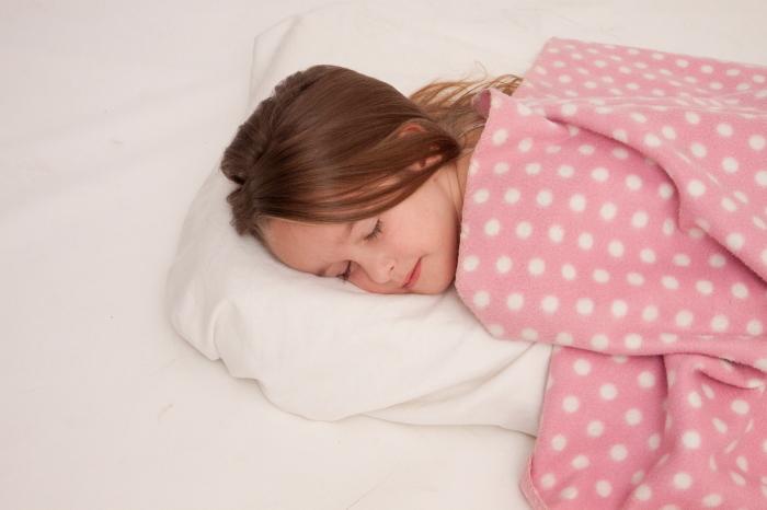 睡眠中の子ども
