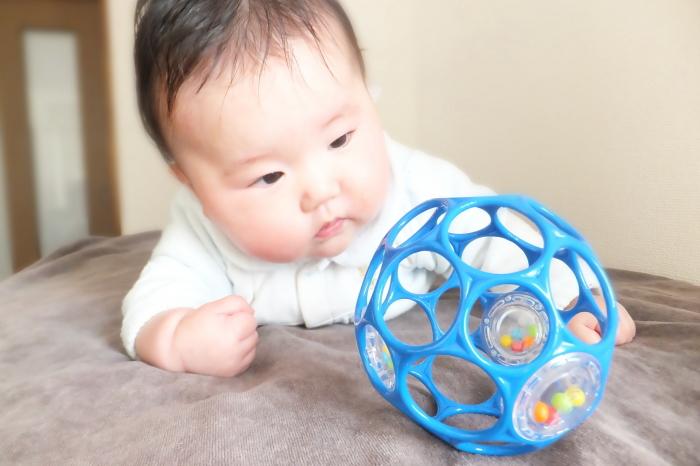 ボールを理解する赤ちゃん