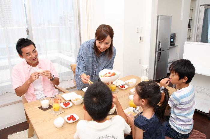 会話しながら親子で食事