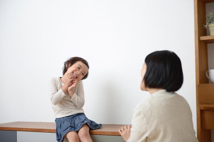 自分の気持ちを親に伝える子供