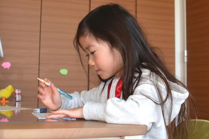 中学受験の勉強をする子供