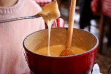伸びるチーズ(チーズフォンデュ)