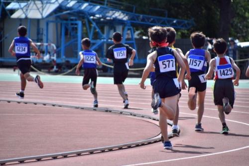 中学生の陸上選手